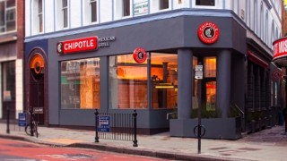 Chipotle shares fall rapidly after a scandal over substandard products