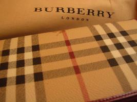 Burberry борется против враждебного поглощения