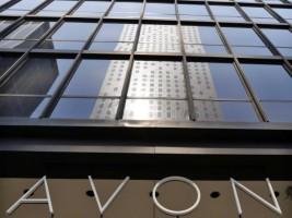 Avon уволит 2,5 тыс. сотрудников в рамках программы по сокращению расходов