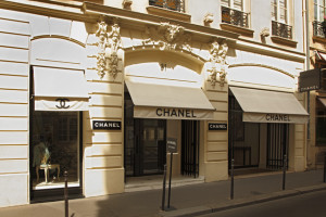 Chanel купила часть бизнеса Sophie Hallette