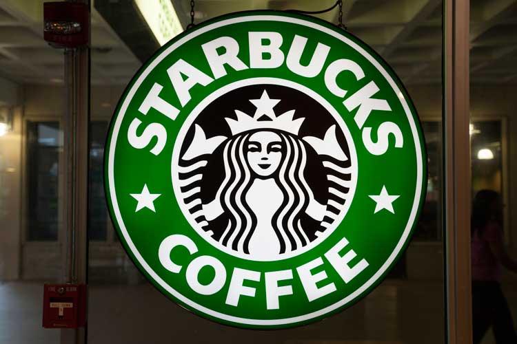 Starbucks обвиняется в суде в обмане потребителей