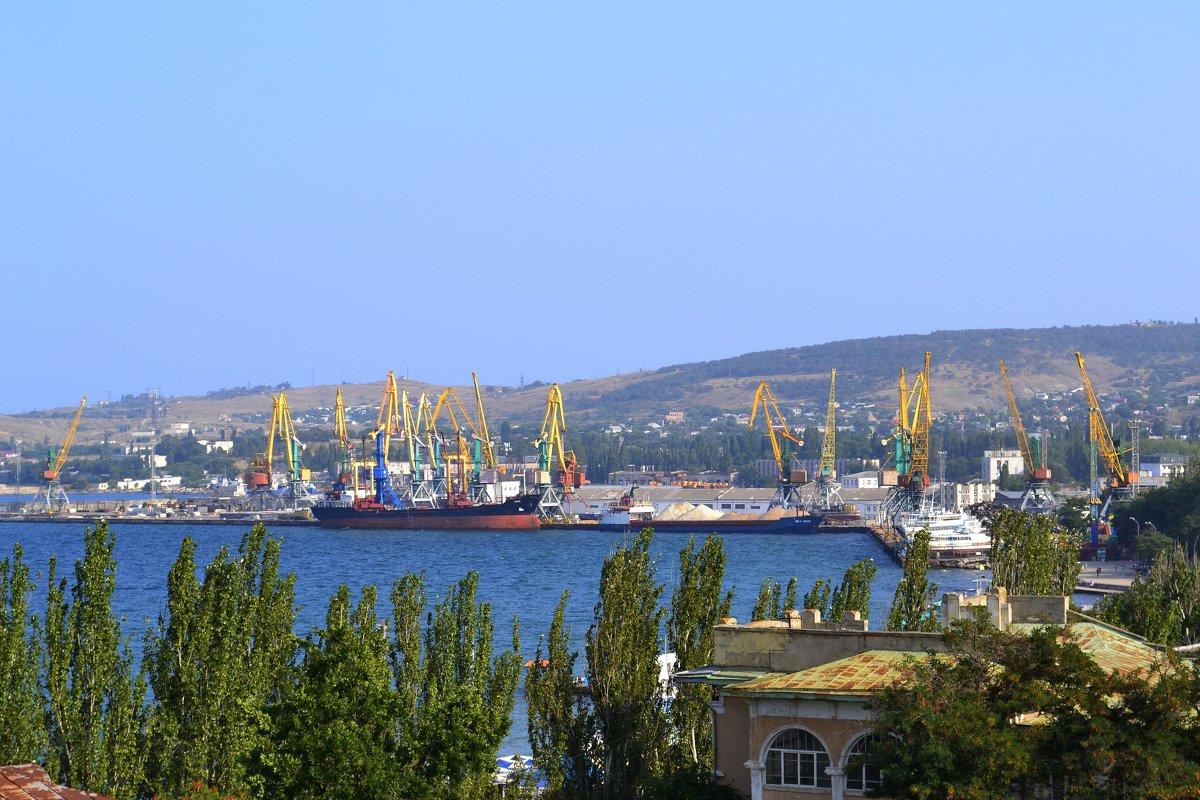 Порушення норм міжнародного права, або Хто заходив в порти Криму
