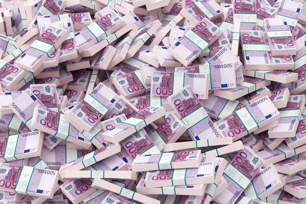 Группа Renault уменьшит расходы более чем на €2 млрд