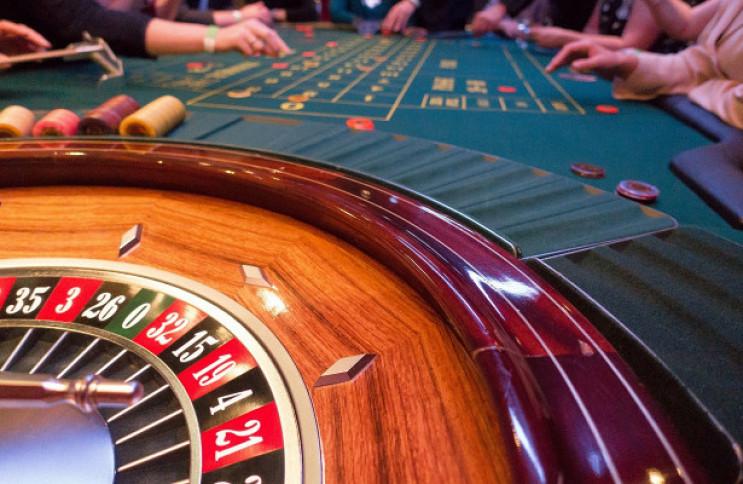 Кабмин одобрил законопроекты о легализации казино и добыче янтаря