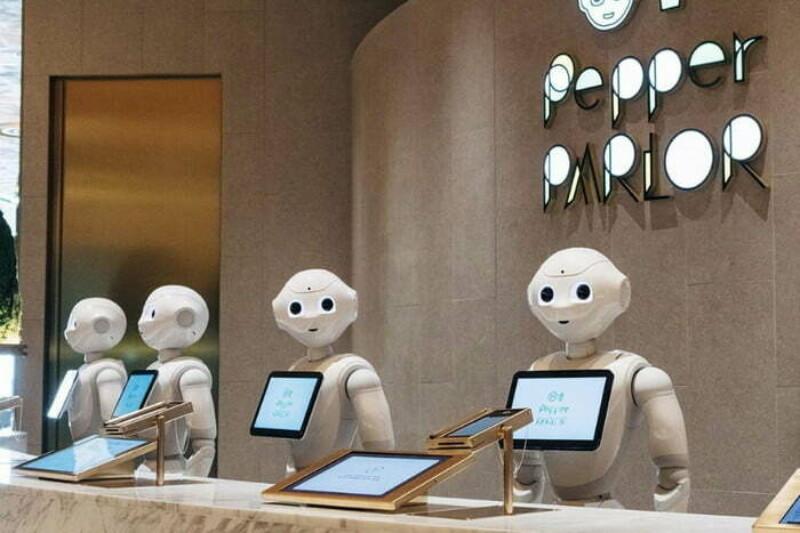 SoftBank відкрила кафе зі співробітниками-роботами
