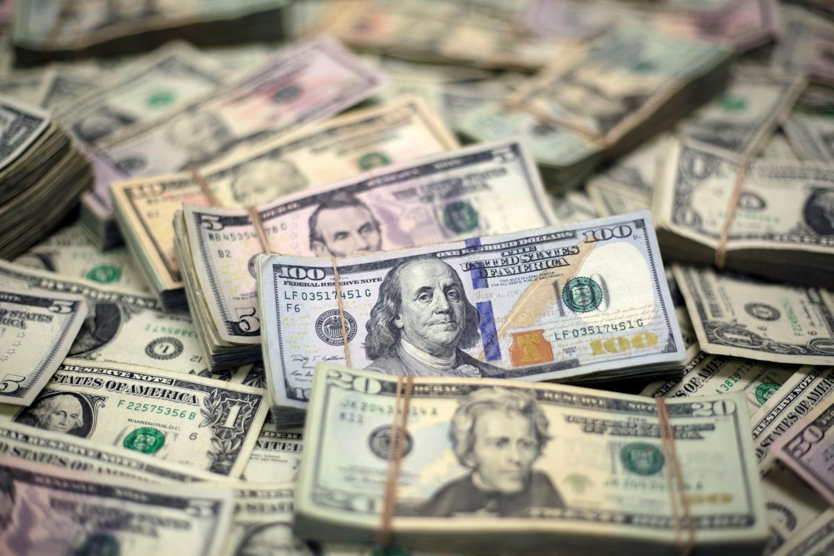 НБУ витратив на підтримку гривні $2 мільярди