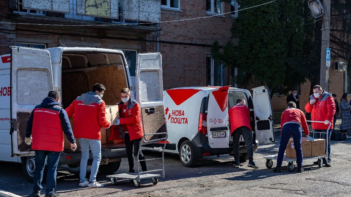 «Нова пошта» відправила до Полтави та Чернівців чергову партію гуманітарної медичної допомоги