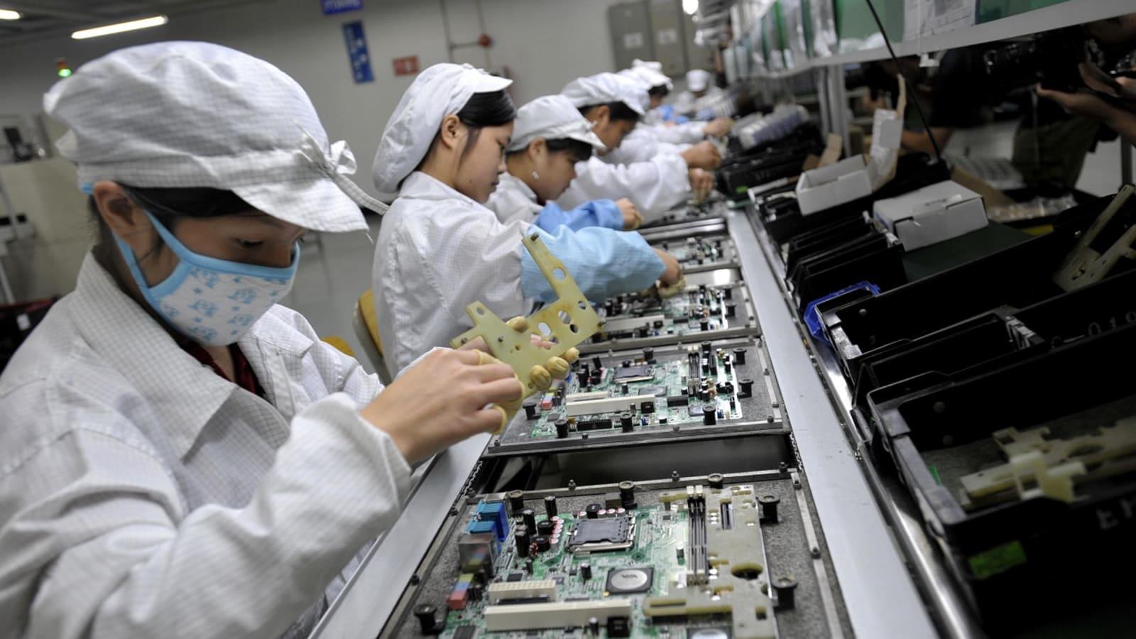 Завод по сборке iPhone вернулся к работе, но на новых условиях