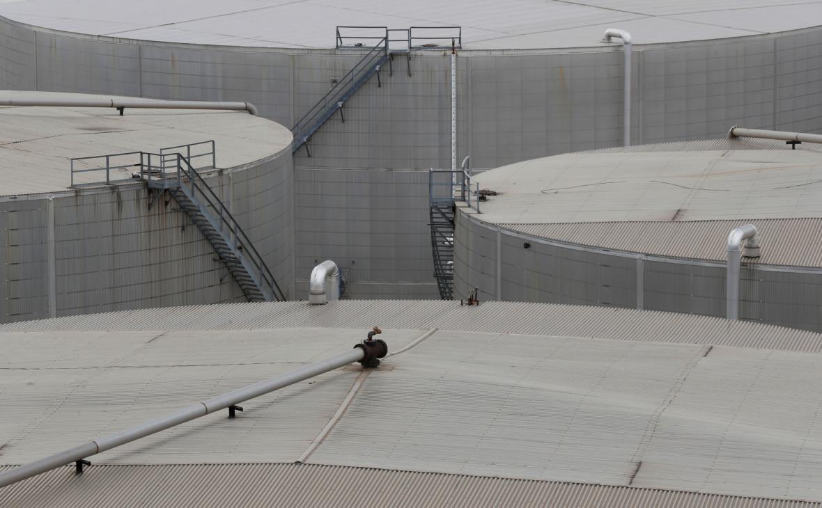 У США компанії почали закачувати нафту в держрезерв