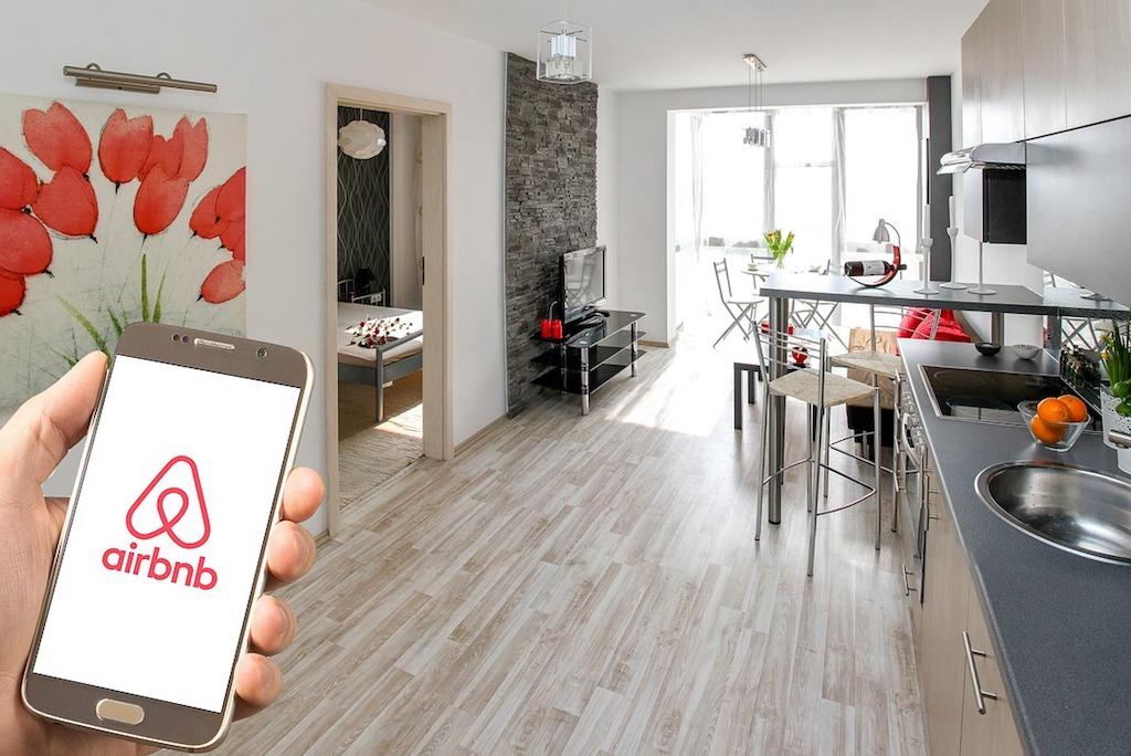 Сервис бронирования жилья Airbnb привлек $1 млрд