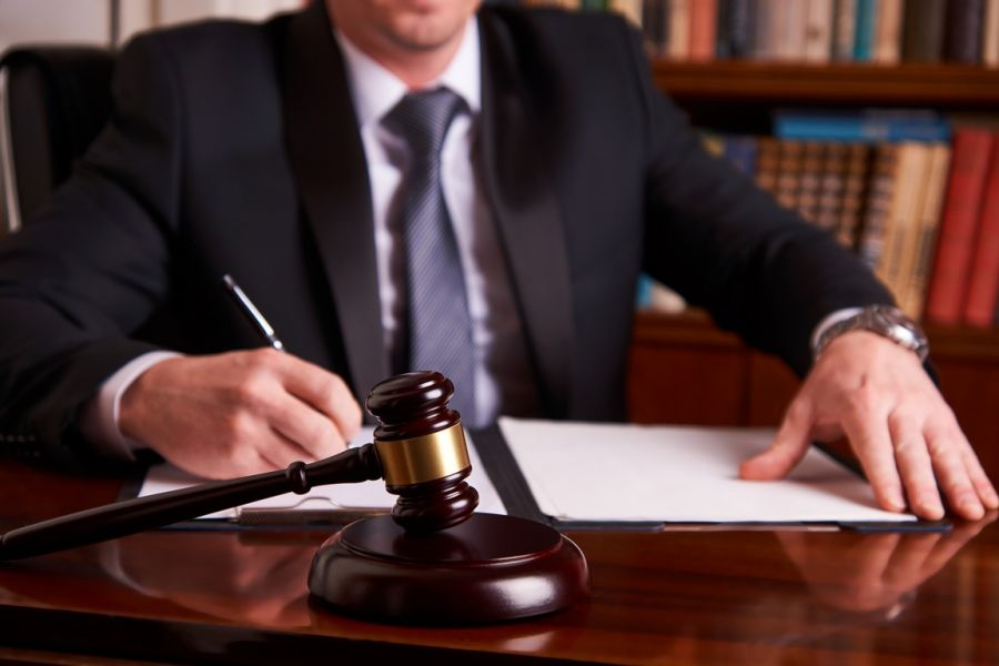 Which lawyer is more effective – corporate or freelance?