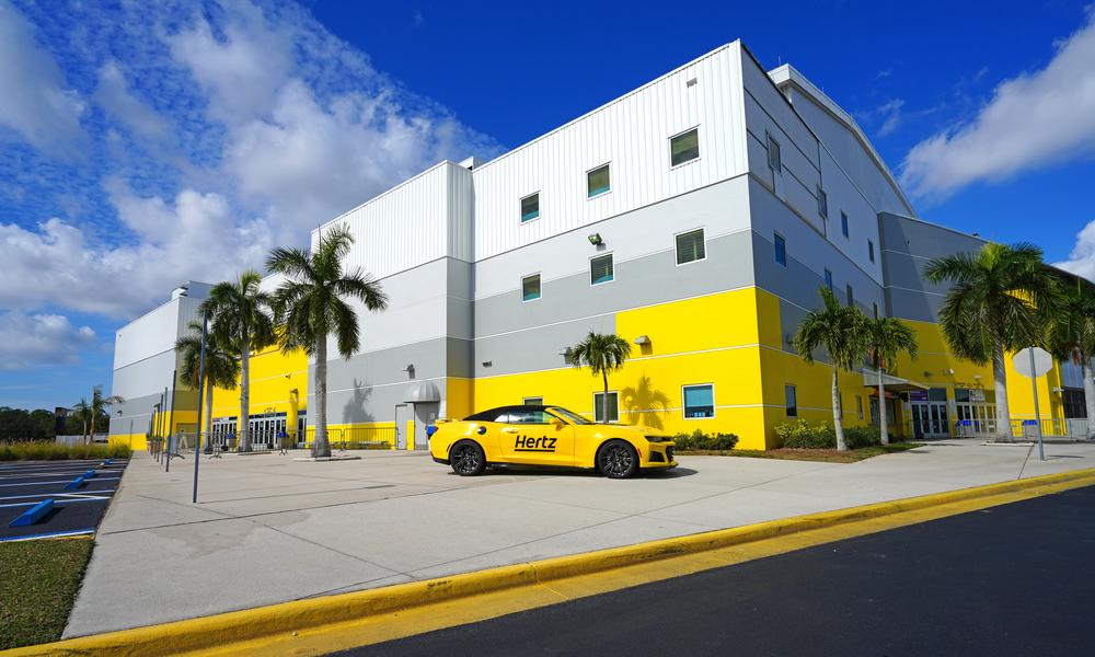 Американська компанія з оренди автомобілів Hertz призупинила продаж акцій