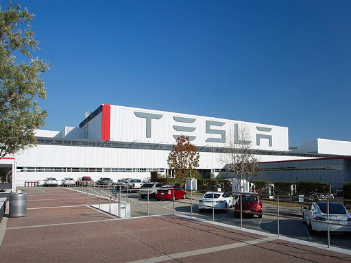 """Акции Tesla выросли до $1025 за единицу на фоне новостей о """"массовом производстве"""" грузовиков Semi"""