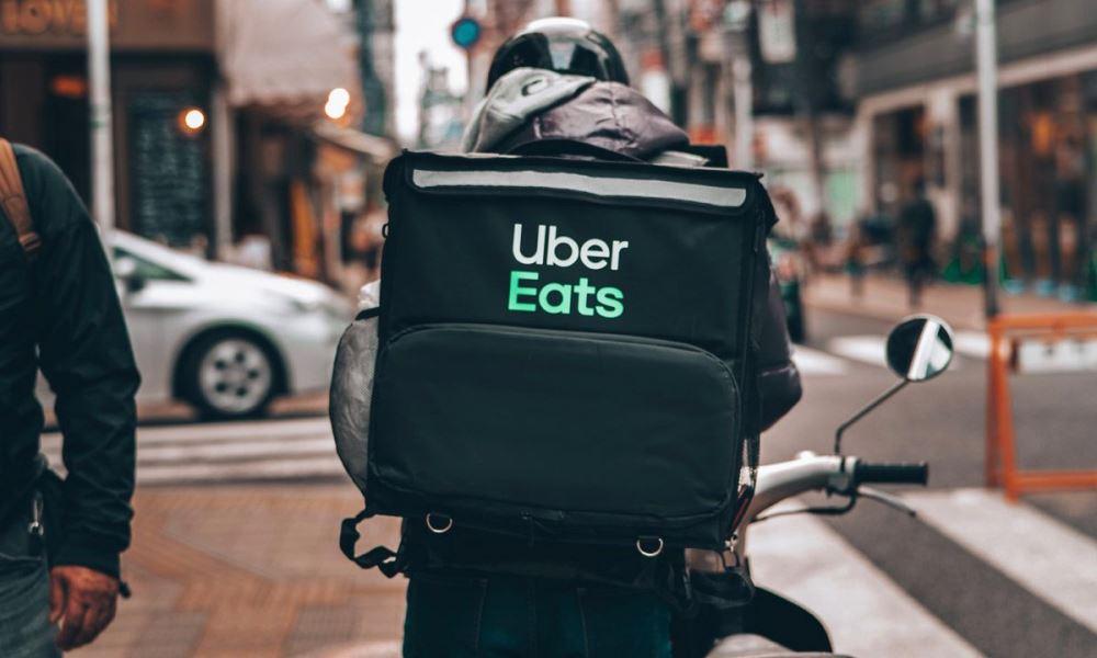 Uber стала владельцем сервиса доставки еды Postmates