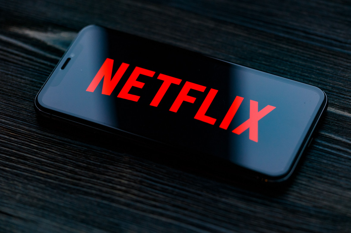 Netflix добавил 10 млн подписчиков на фоне карантина, обзавелся двумя гендиректорами