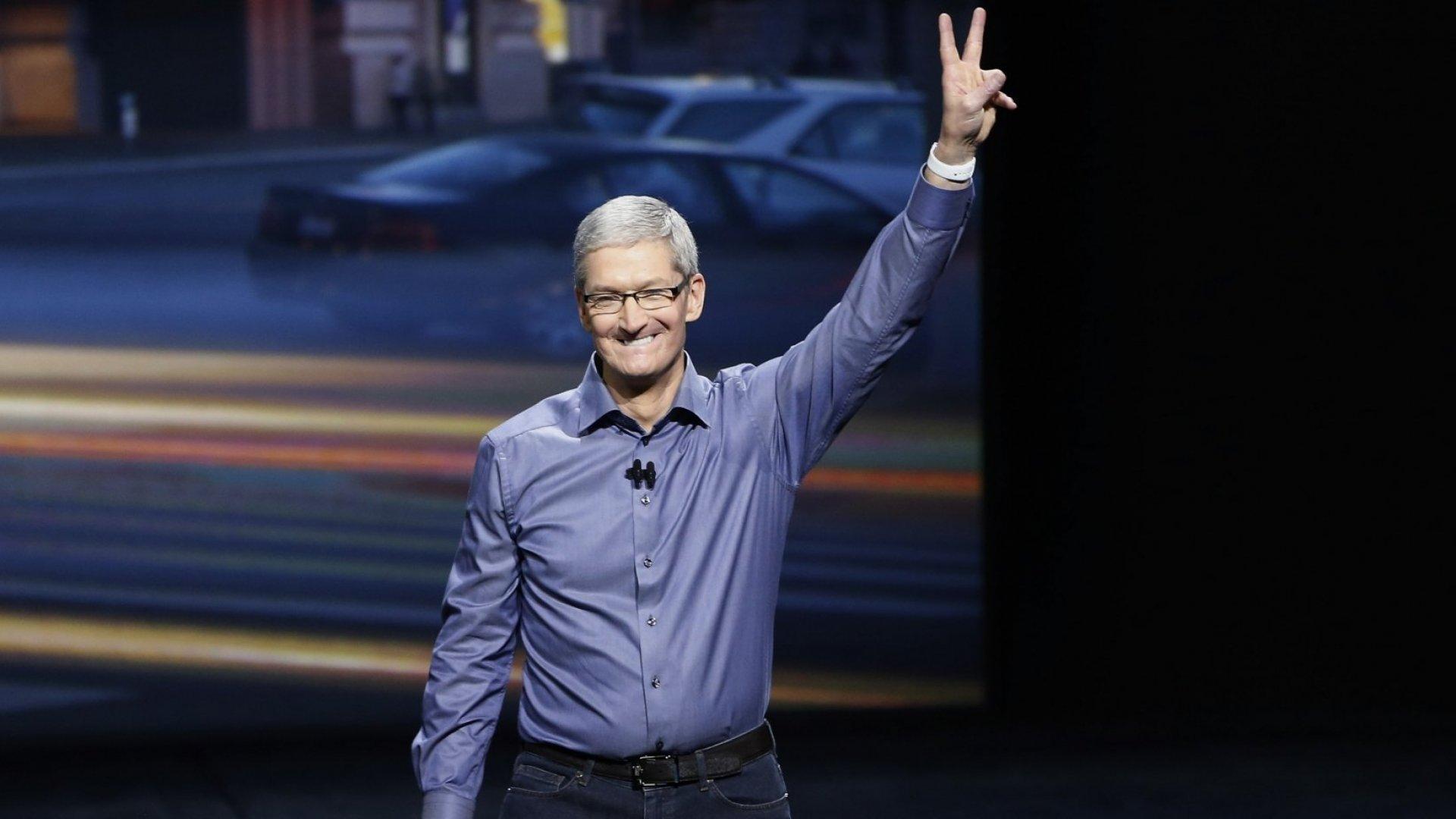 Гендиректор Apple Тим Кук стал миллиардером