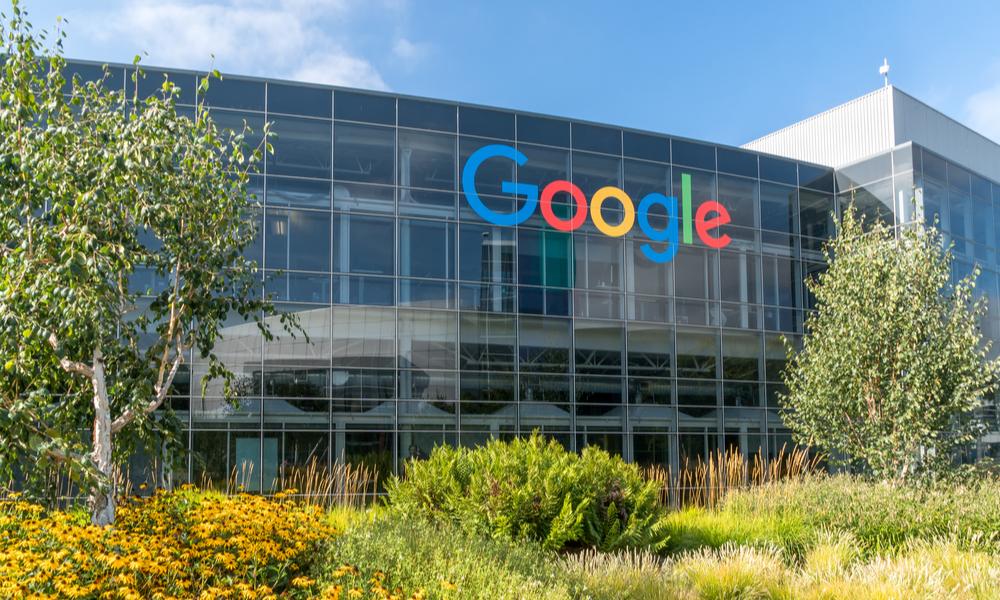 Google планирует выпустить гибкий смартфон