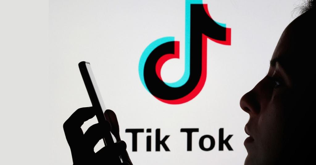 """TikTok """"піймався"""" на стеженні за користувачами"""