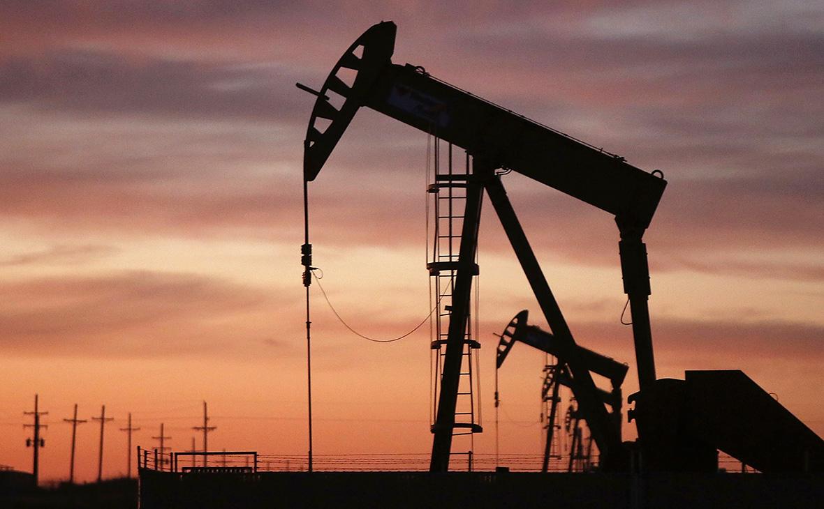Нефть дешевеет на фоне опасений о перспективах мировой экономики