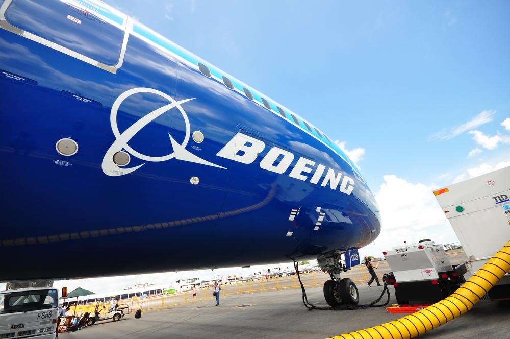 Boeing увольняет часть руководства ираспродает имущество