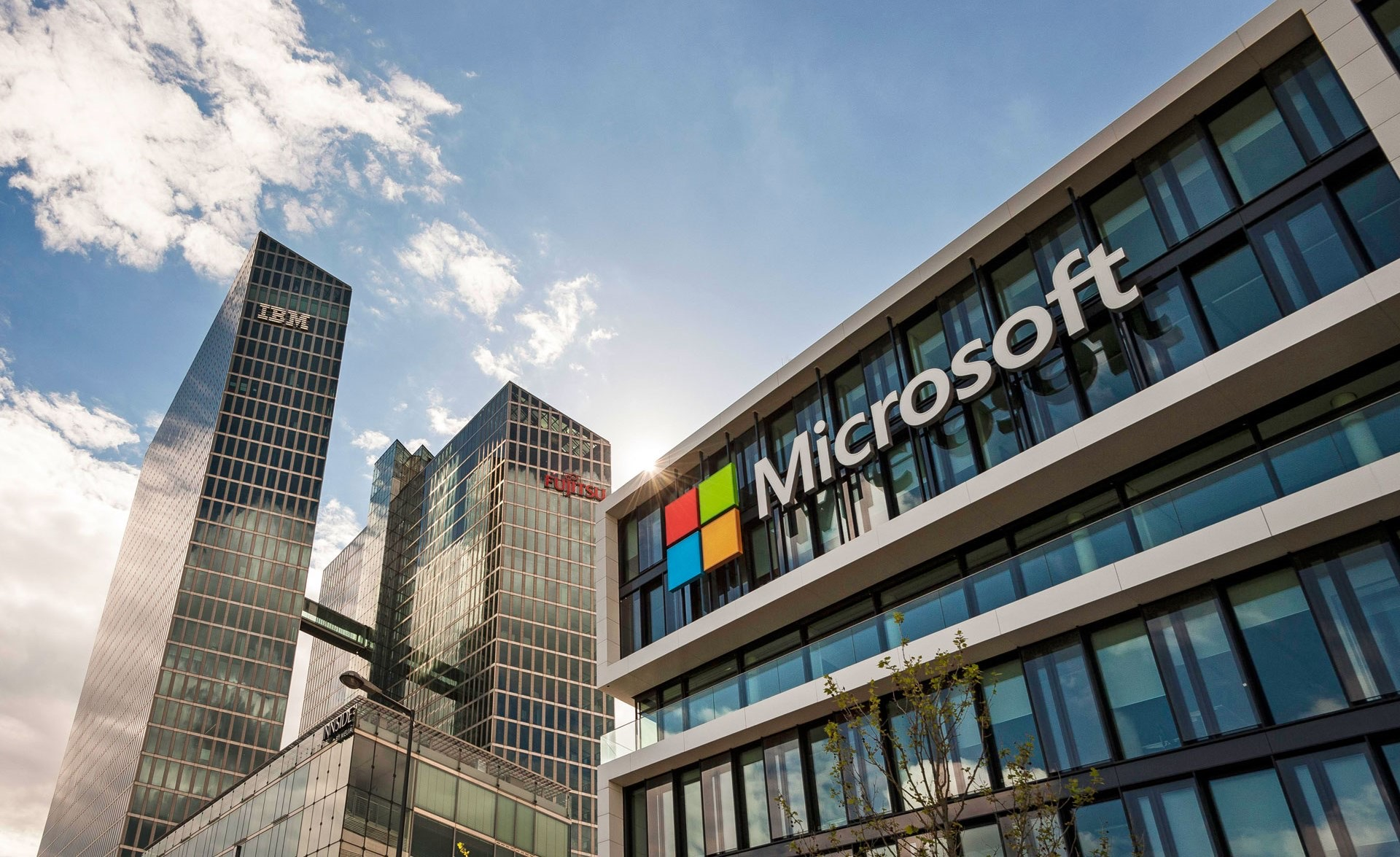 The SAEMI  and Microsoft to  create the cooperation plan