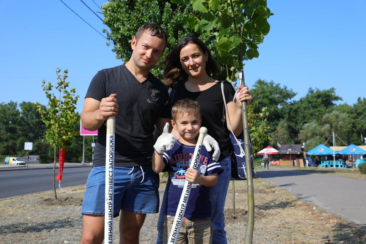 «Запоріжсталь» в рамках акції «Врятуємо Дніпро разом!» висадив 200 дерев в Запоріжжі