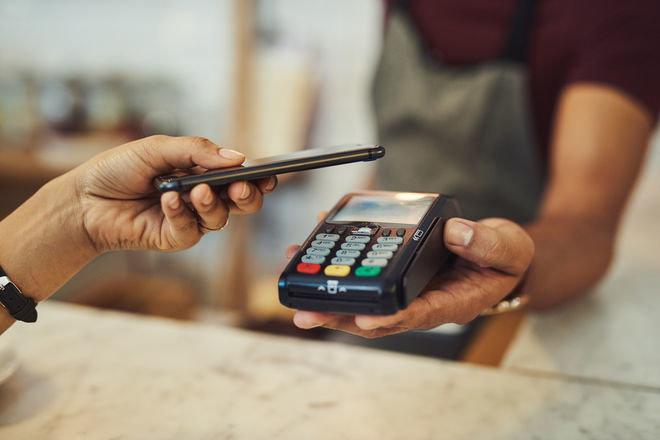 Пост Финанс и Ощадбанк внедрили верификацию клиентов Новой почты по ID-карте через POS-терминалы