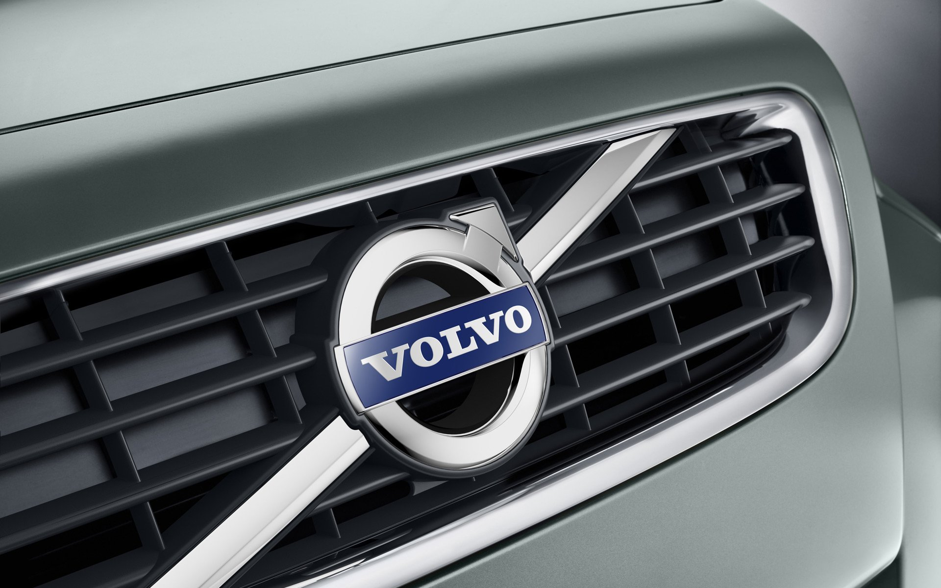 Чистая прибыль Volvo упала почти втрое