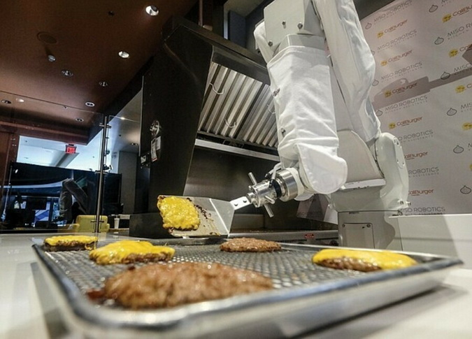 Robot has learned how to cook 19 dishes and will replace some of the staff in the kitchen