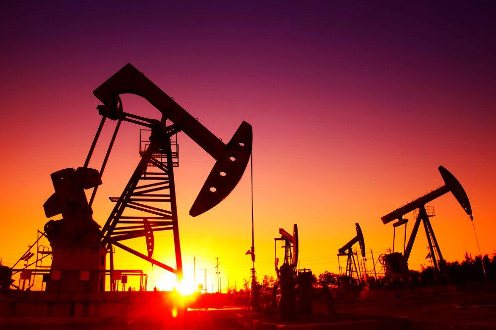 Нафта дорожчає на зниженні запасів у США