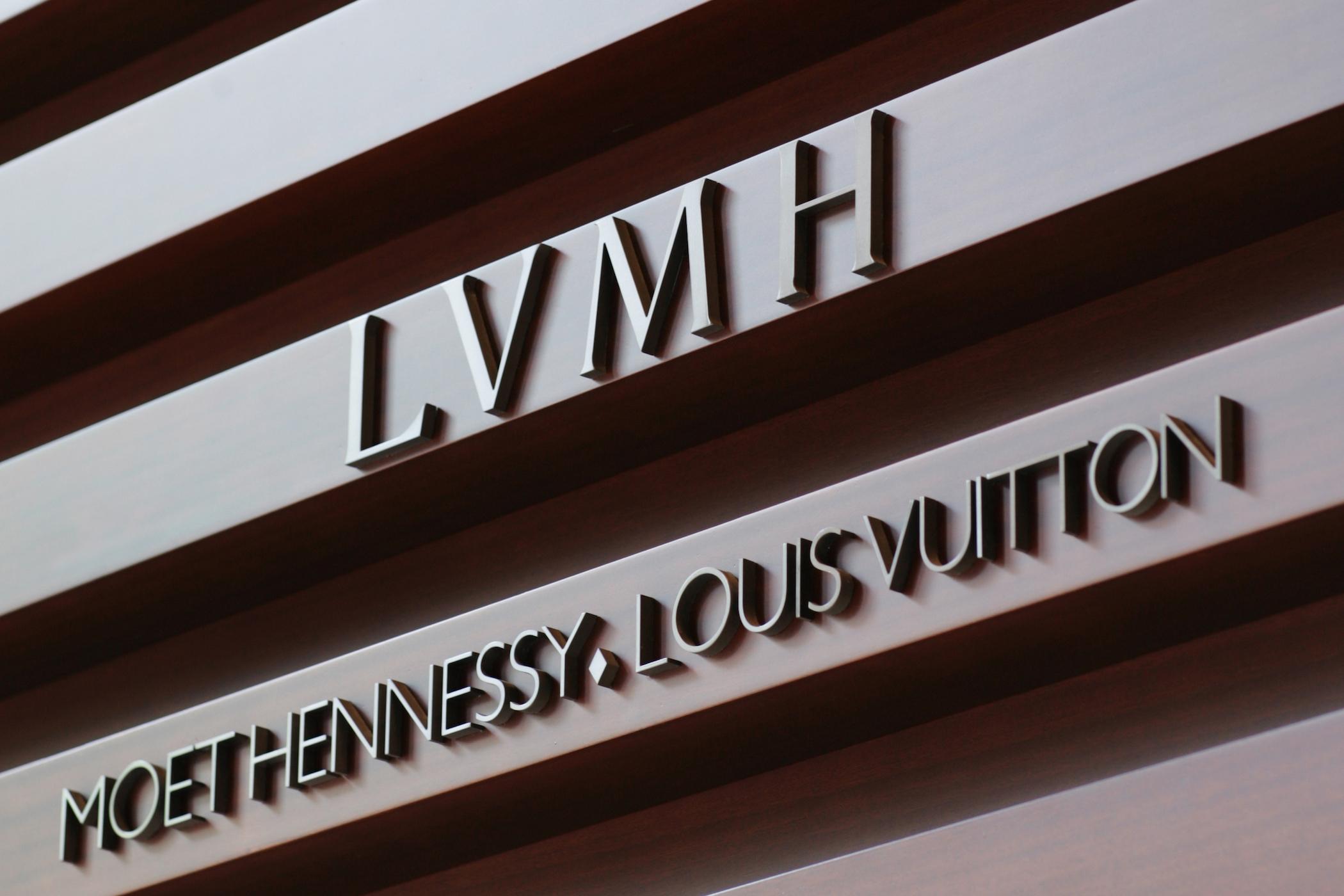 Выручка LVMH за девять месяцев упала на 21%