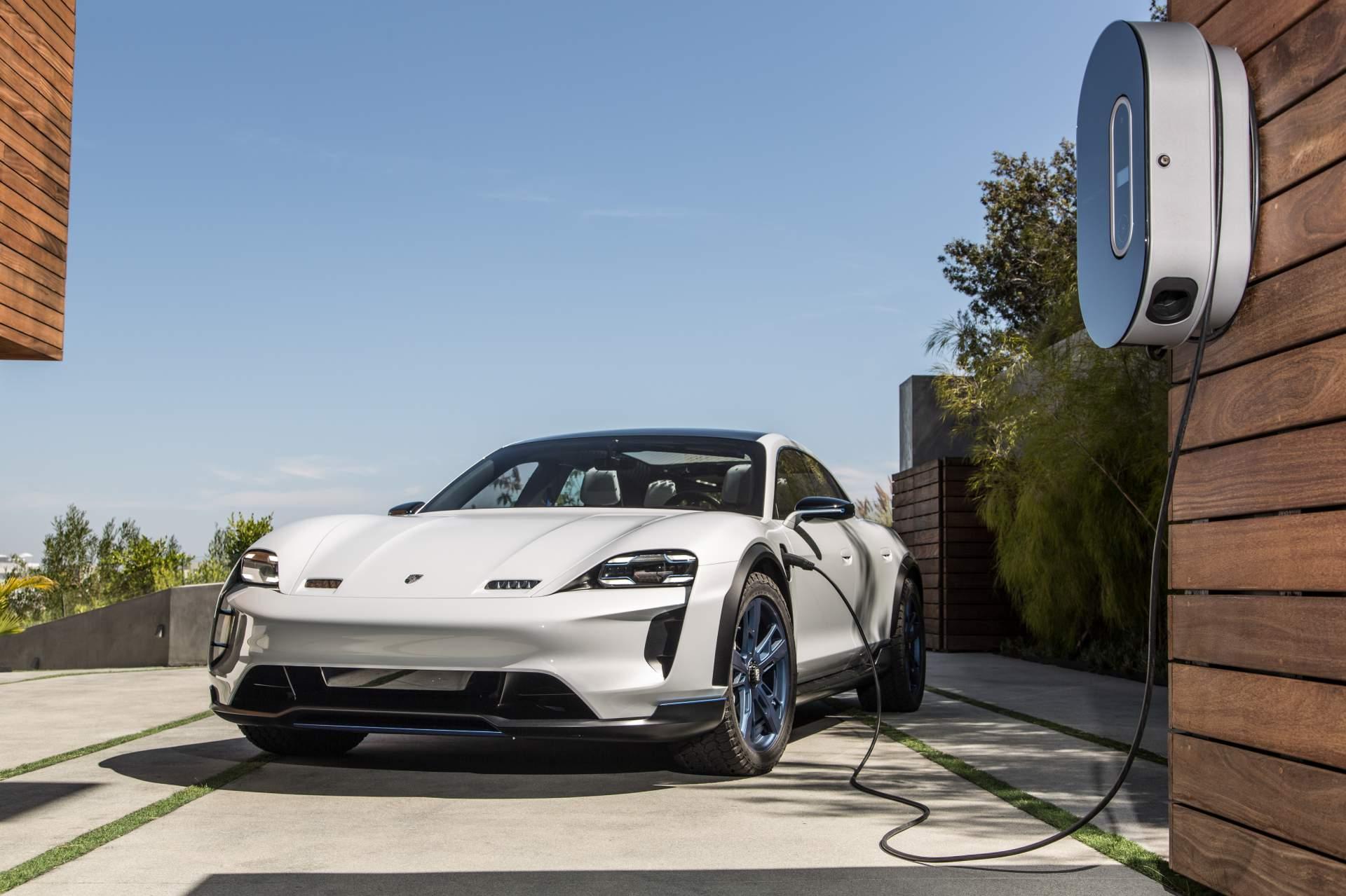Porsche за десять лет планирует полностью перейти на электрокары
