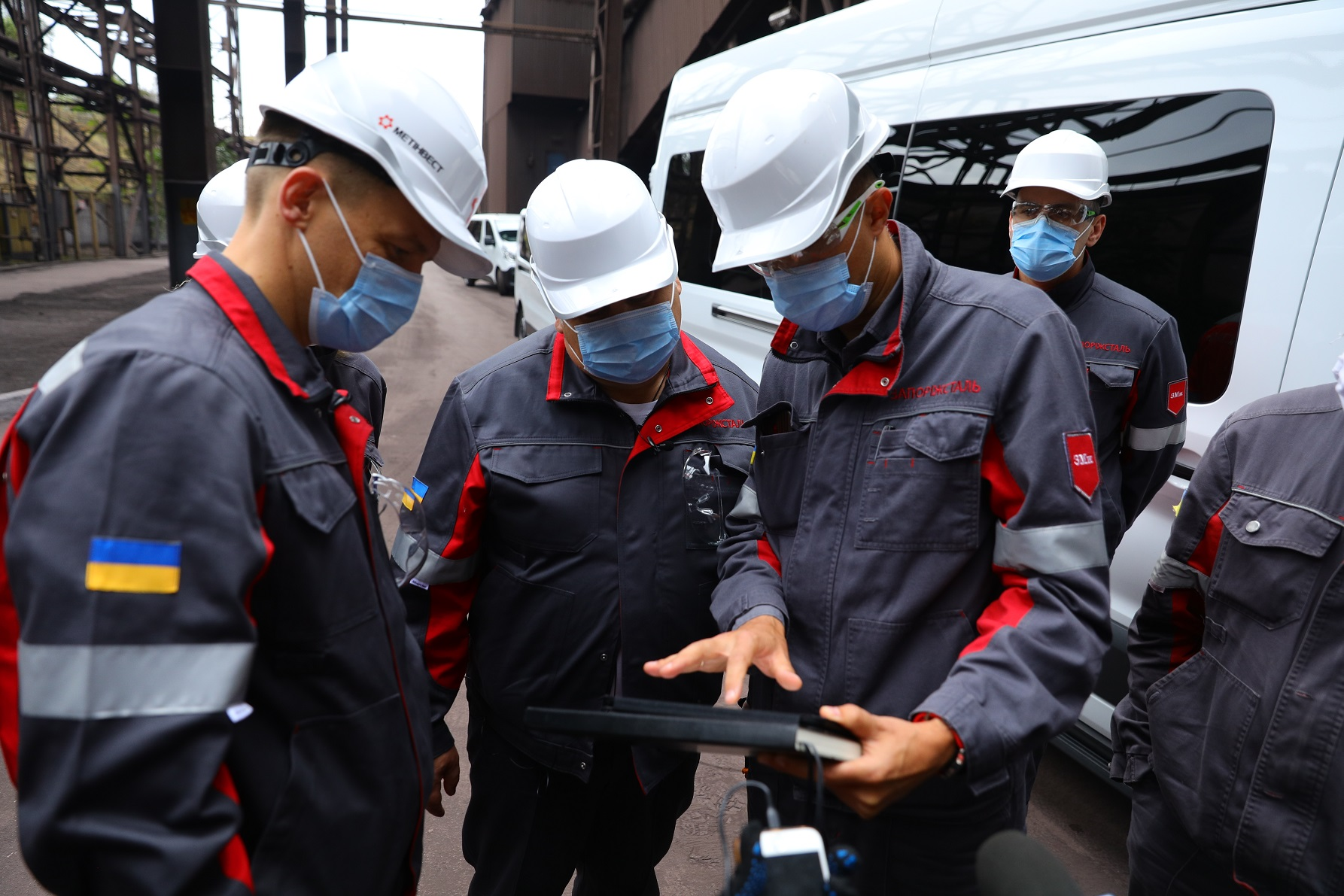 Qin AI Phone від Xiaomi коштуватиме 1500 грн