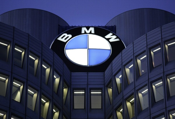 Чистая прибыль BMW за 9 месяцев упала в 1,7 раза