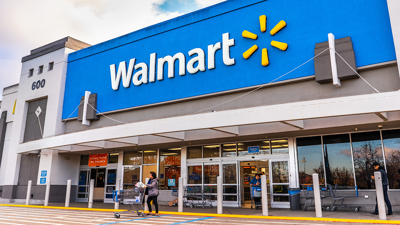Walmart's net profit for February-October increased by 44%