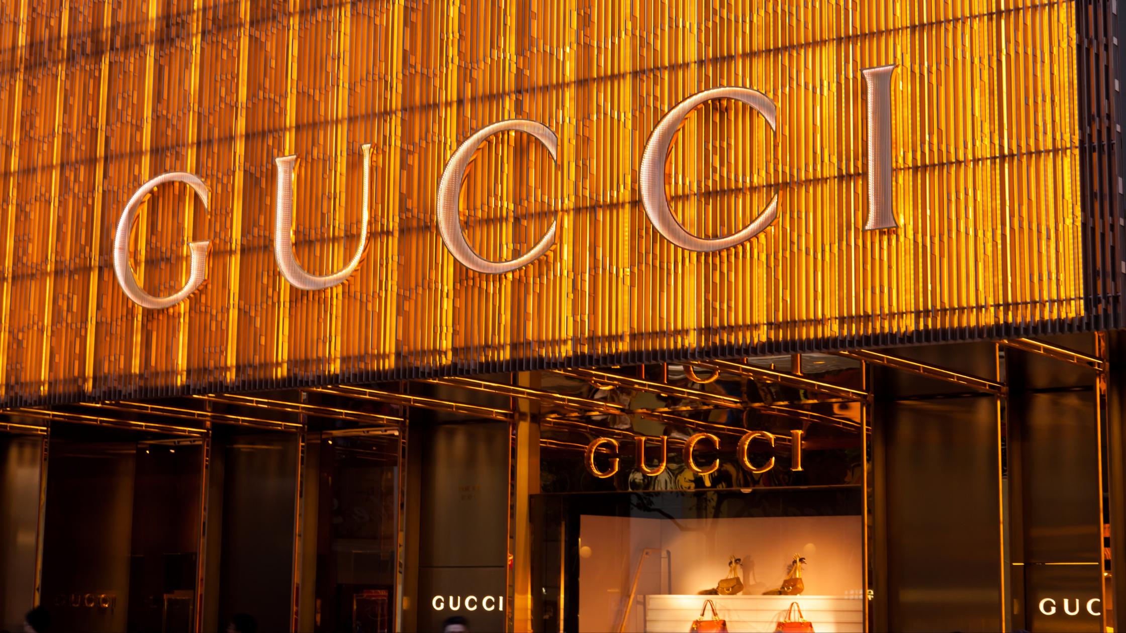 Gucci откроет два флагманских магазина на платформе китайской Alibaba