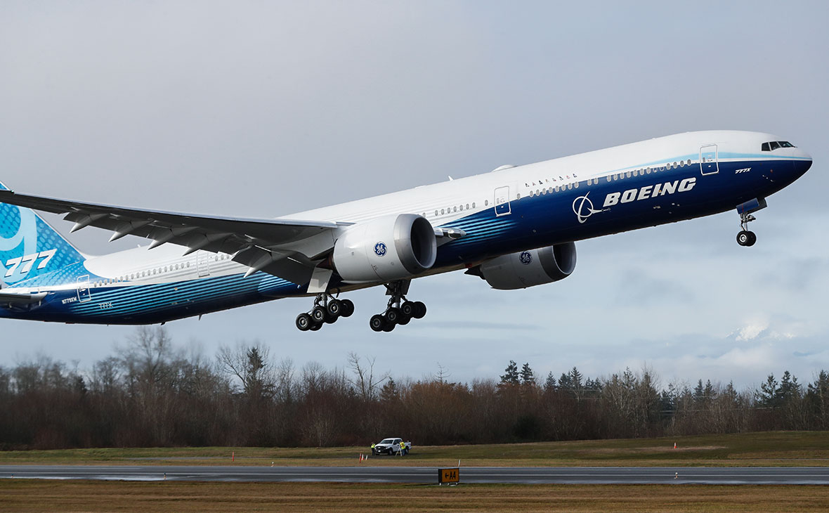 Boeing has recommended stopping 777 aircraft flights after the incident in the United States