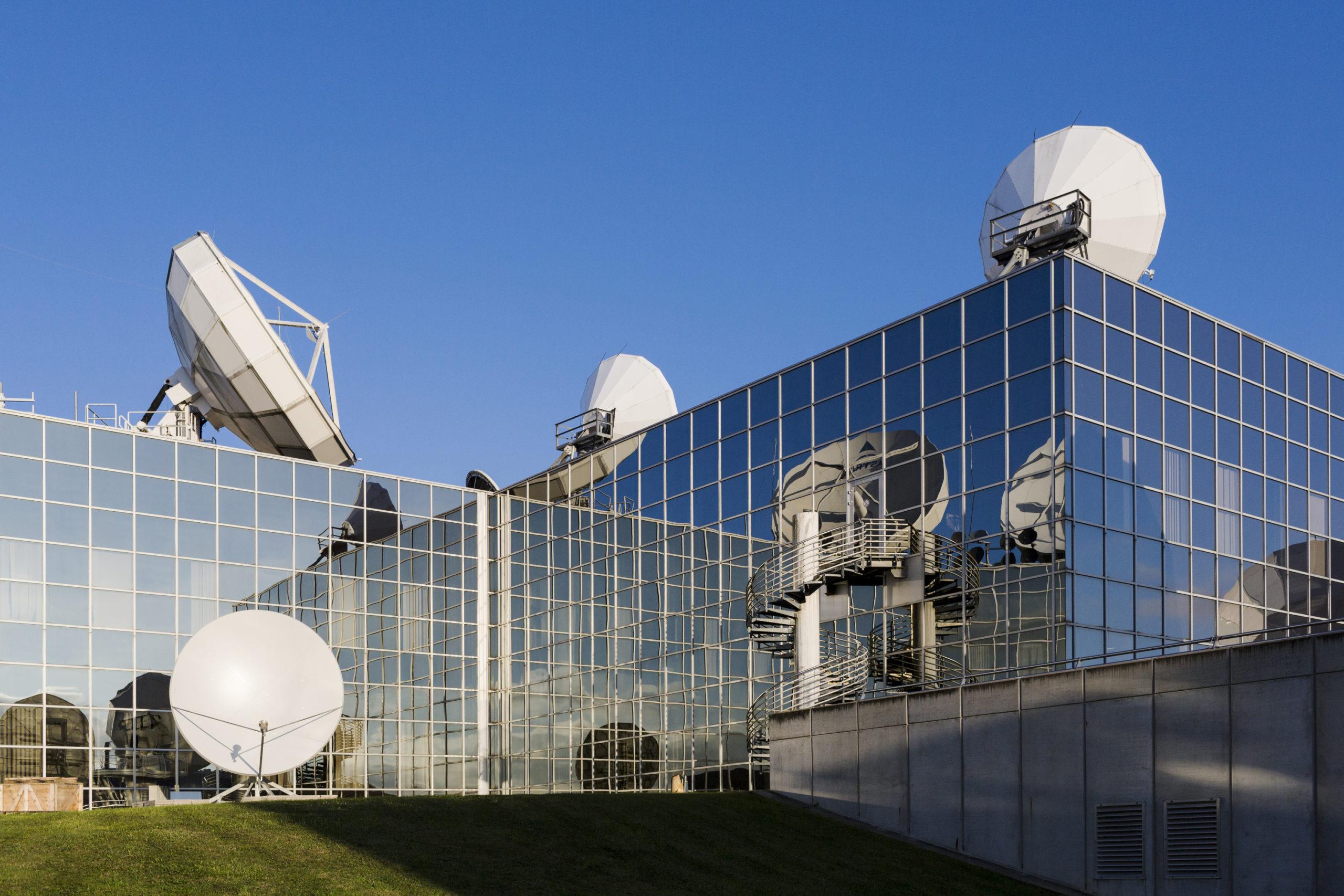 Европейские общественные вещатели подписывают многолетние договора на использование мощностей SES для предоставление первоклассных телевизионных услуг домохозяйствам