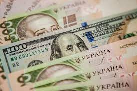 Foreigners continue to withdraw money from Ukraine